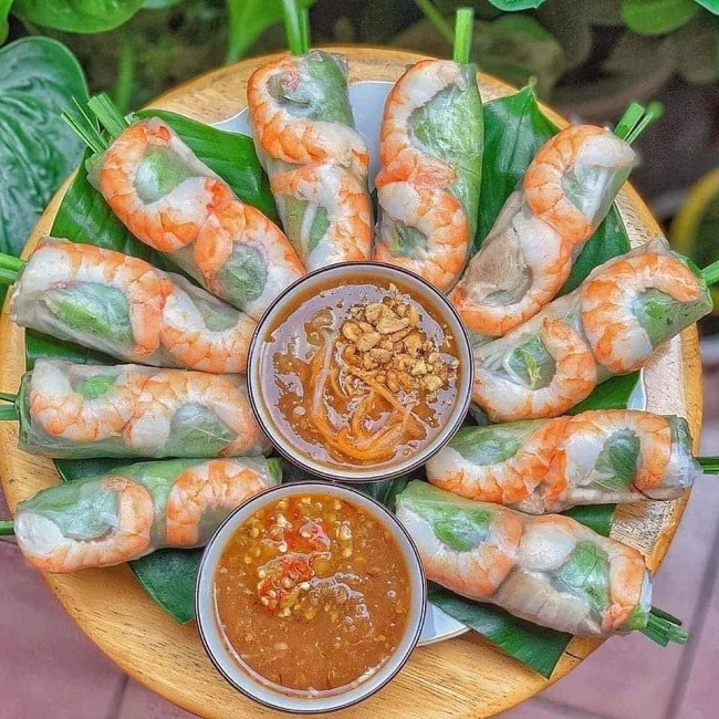 Tired of sweating over the stove? Try this almost no-cook summer rolls-video