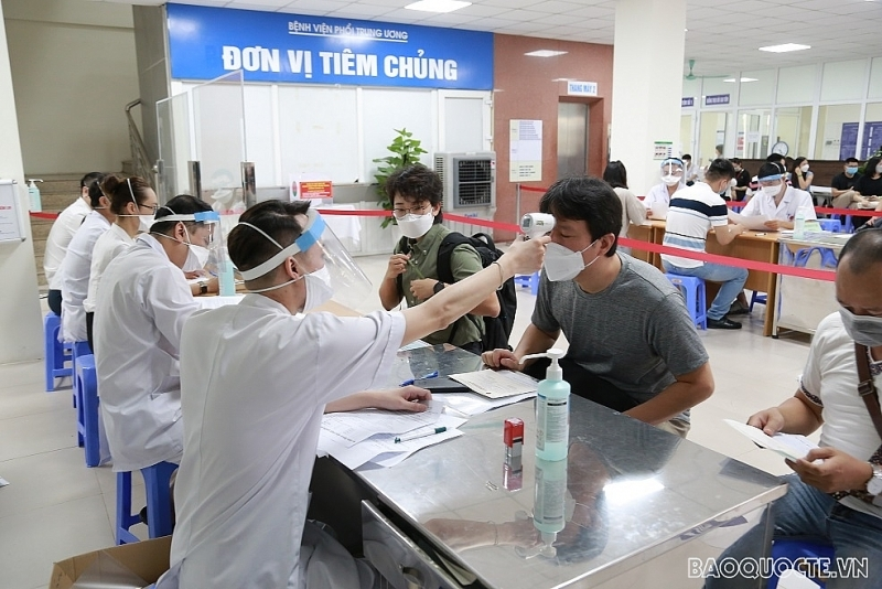 Reporters and press assistants in Vietnam given vaccine shots