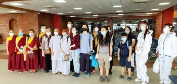 More Vietnamese safely return home from South Asian countries