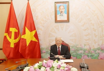 vietnamese and cambodian leaders compare notes on bilateral ties