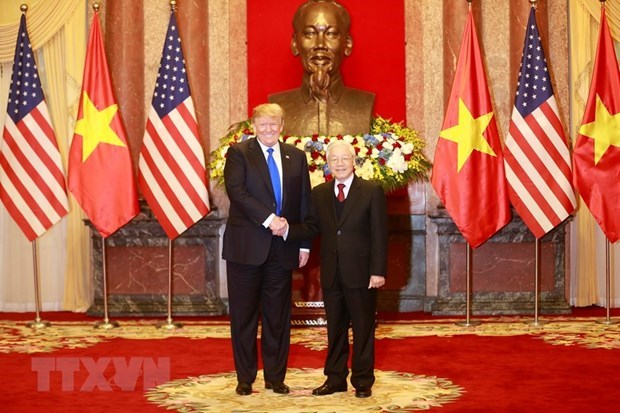 Leaders of Vietnam, US exchange congratulations on diplomatic ties hinh anh 1