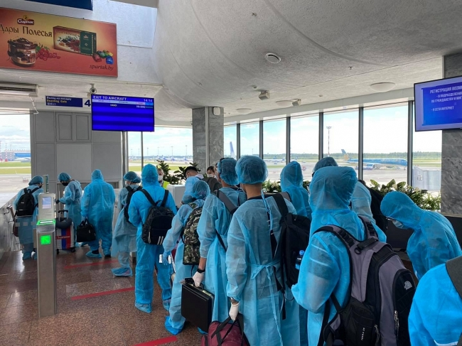 Almost 300 Vietnamese safely repatriated from hard-hit Russia, Belarus