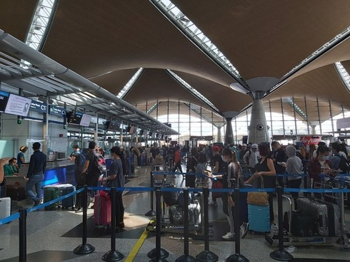can tho airport receives over 300 vietnamese citizens returning from malaysia