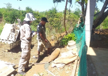 removal of heavy naval shell from quang tris local home