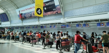 two flights bring almost 600 vietnamese citizens home from canada singapore