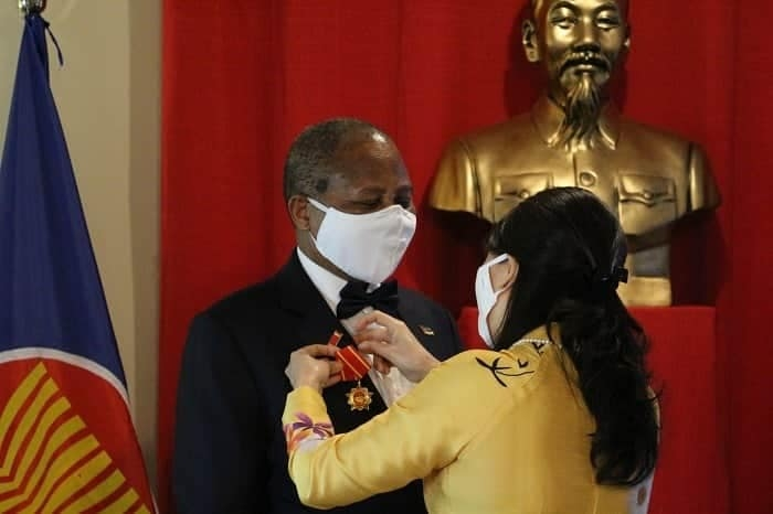 former mozambican ambassador to vietnam honoured with friendship order