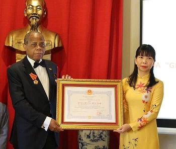 Former Mozambican Ambassador to Vietnam honoured with friendship order