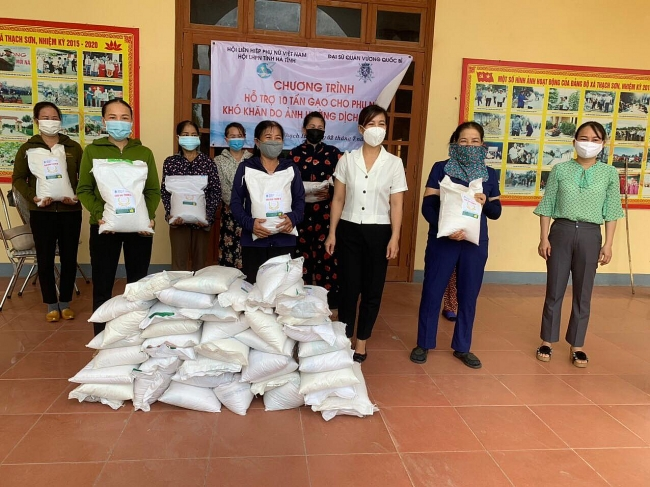 Needy People Receive Support amidst Covid Surge