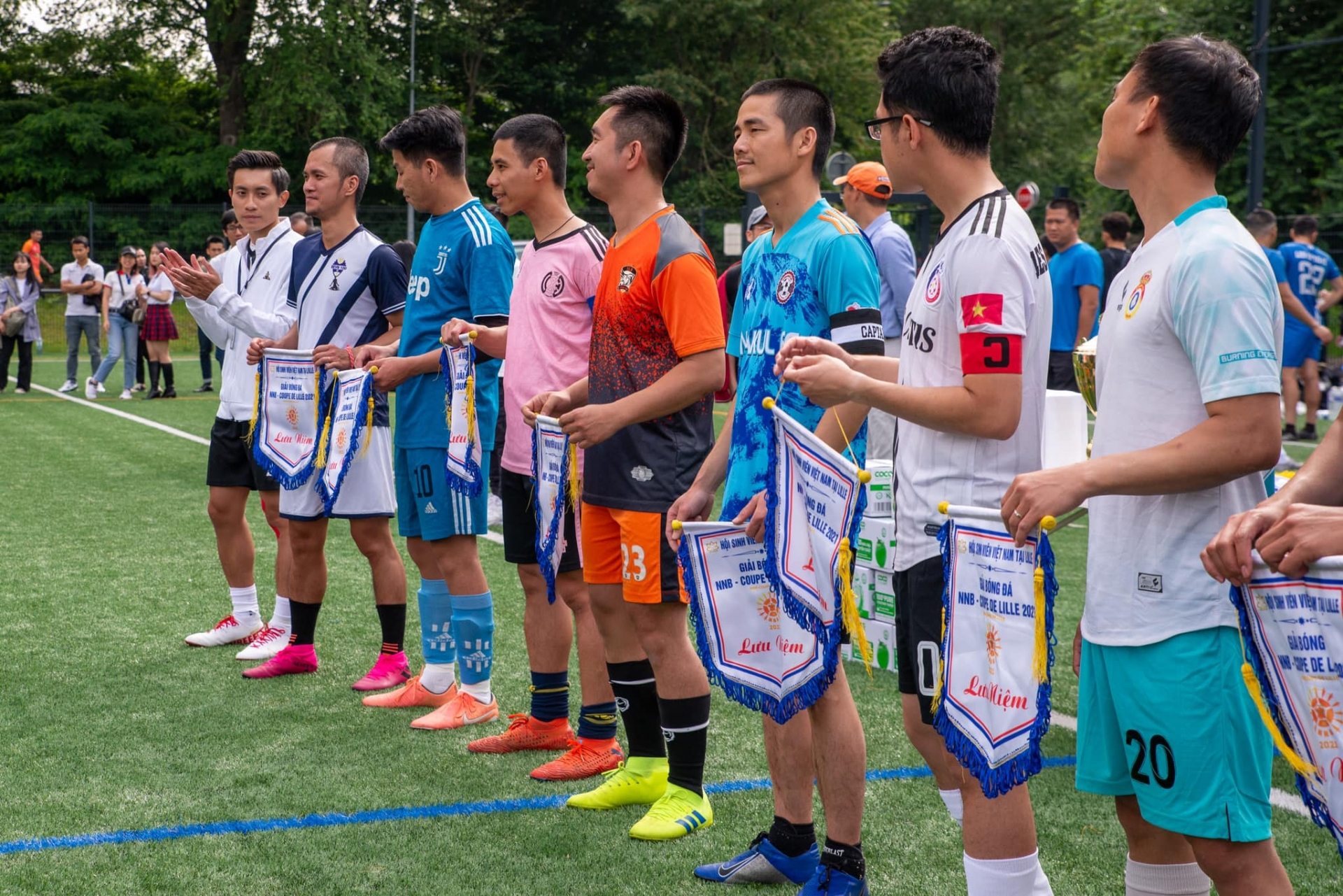 Vietnamese students in France organise football tournament, donating to Covid-19 vaccine fund