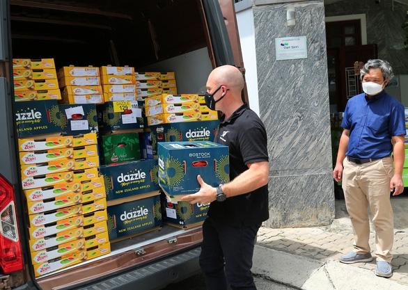 New Zealand Donates nearly 10 Tons of Fresh Fruits to Ho Chi Minh City amist Covid