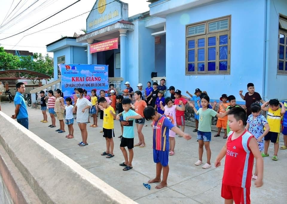 Quang Tri: Free swimming lessons to protect children from drowning