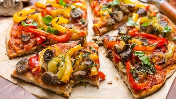 Lockdown Cooking: How To Make Pizza in a Frying Pan