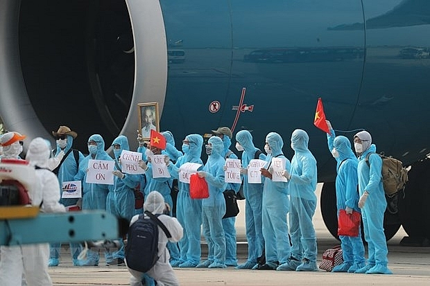 Teamwork in return of Vietnamese citizens stranded by COVID-19 from RoK
