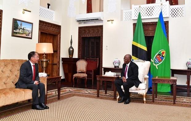 vietnamese ambassador presents credentials to tanzanian president