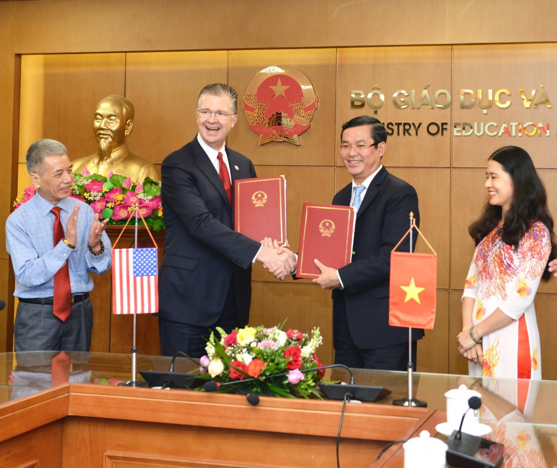 fm spokesperson peace corps volunteers teaching english in vietnam to help boost ties