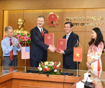 us peace corps volunteers teaching english in vietnam to help boost ties