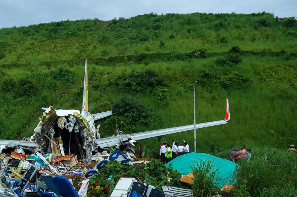 india at least 18 dead when covid 19 evacuation plane crash lands at airport