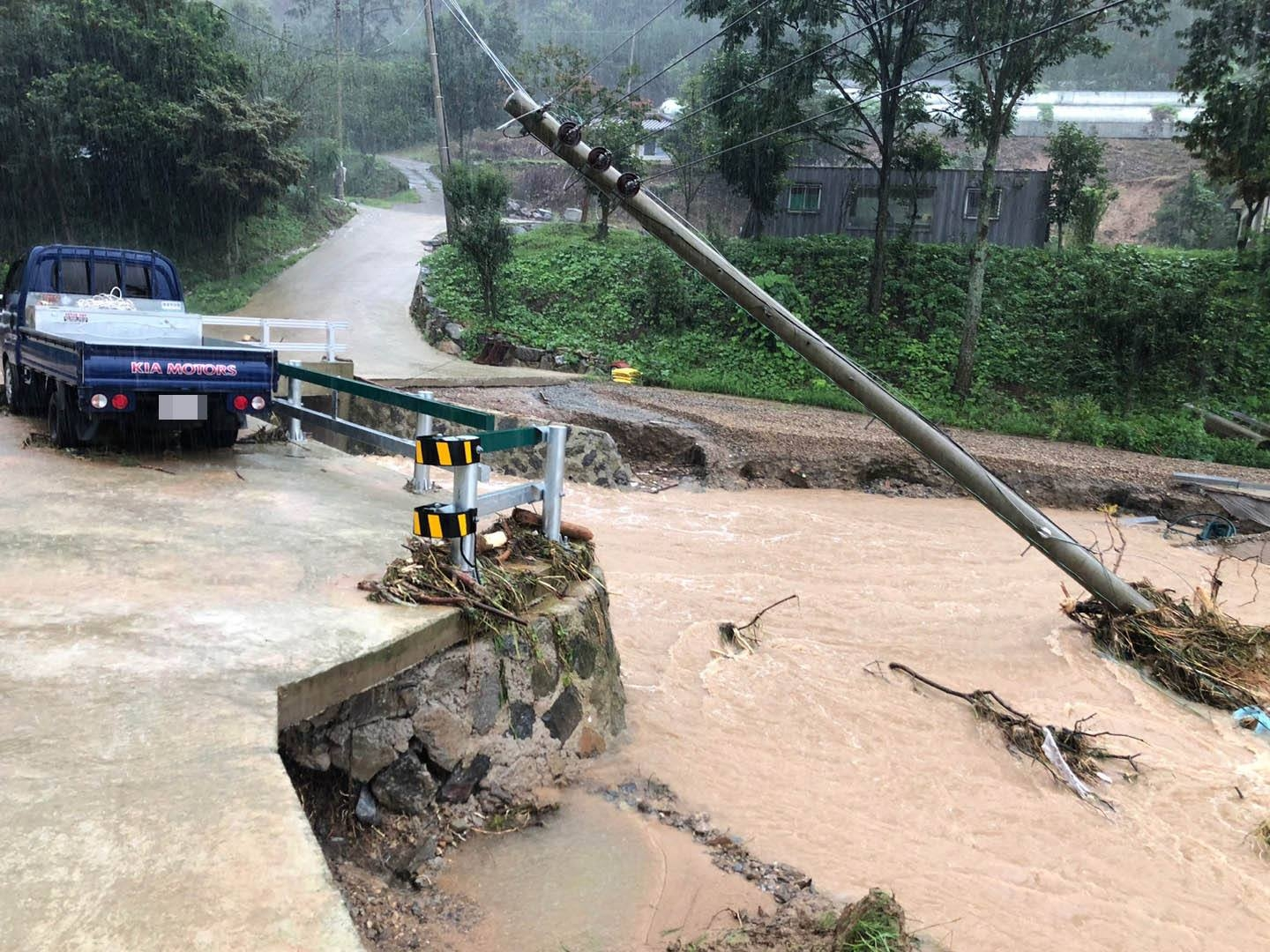 nearly 7000 korean people displaced by torrential rains vietnam sends condolences