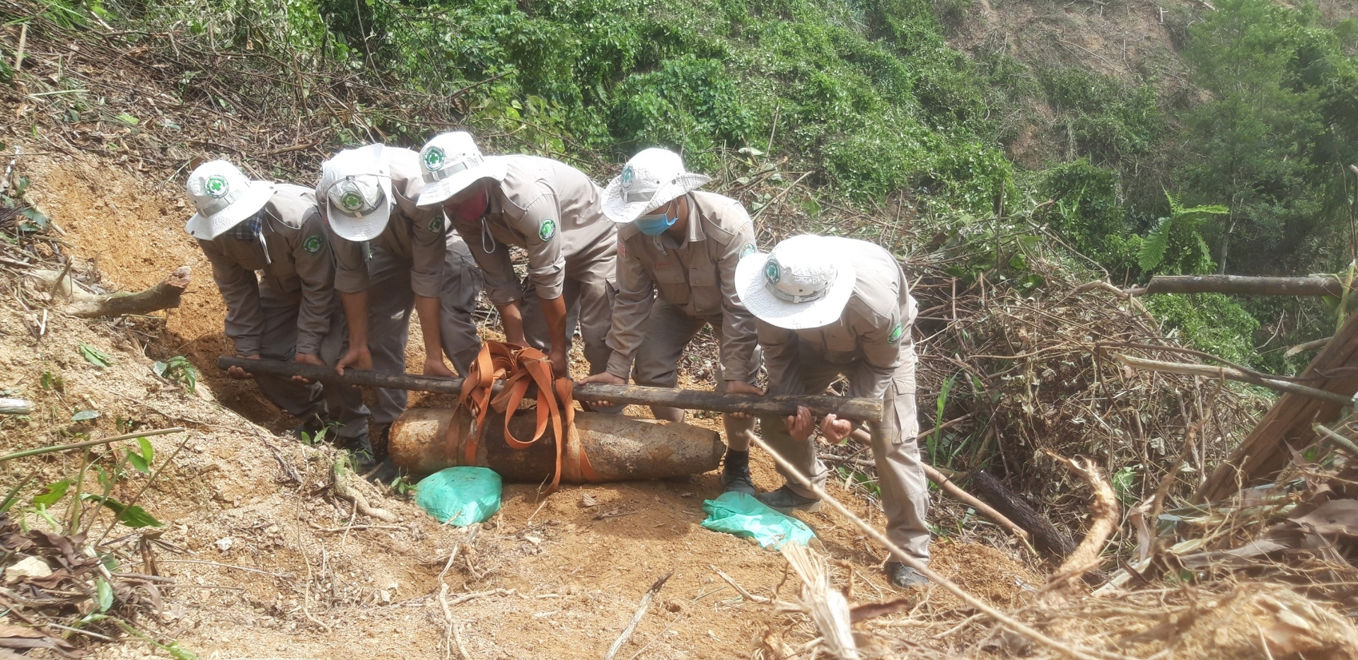 uxos clearance continues in vietnam despite pandemic