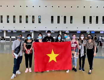 repatriation flights carry over 600 vietnamese citizens from several countries home