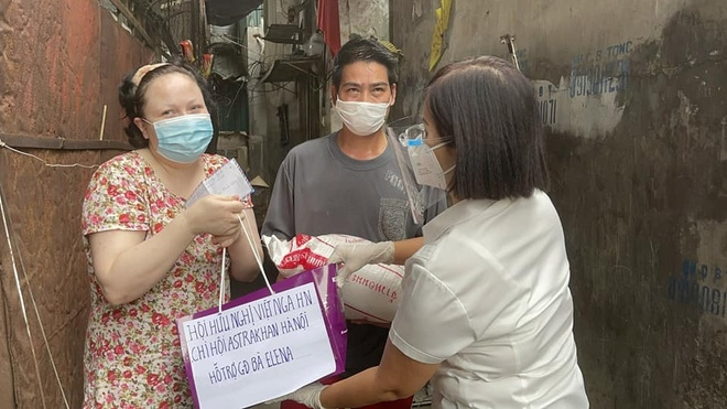 Hanoi's Friendship Association Helps Vietnamese-Russian Couple Affected by Covid