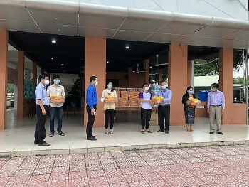 Local Authorities Assist Lao, Cambodian Students in Covid-19 Crisis