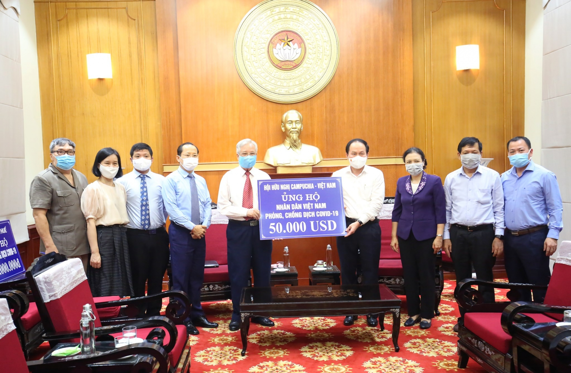Vietnam Fatherland Front Receives $50,000 USD from Cambodia - Vietnam Friendship Association