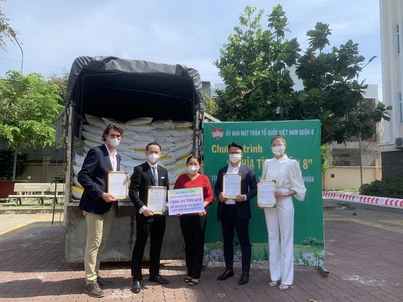 Vietnamese expatriates Present 12 Tonnes of Rice to Ho Chi Minh City