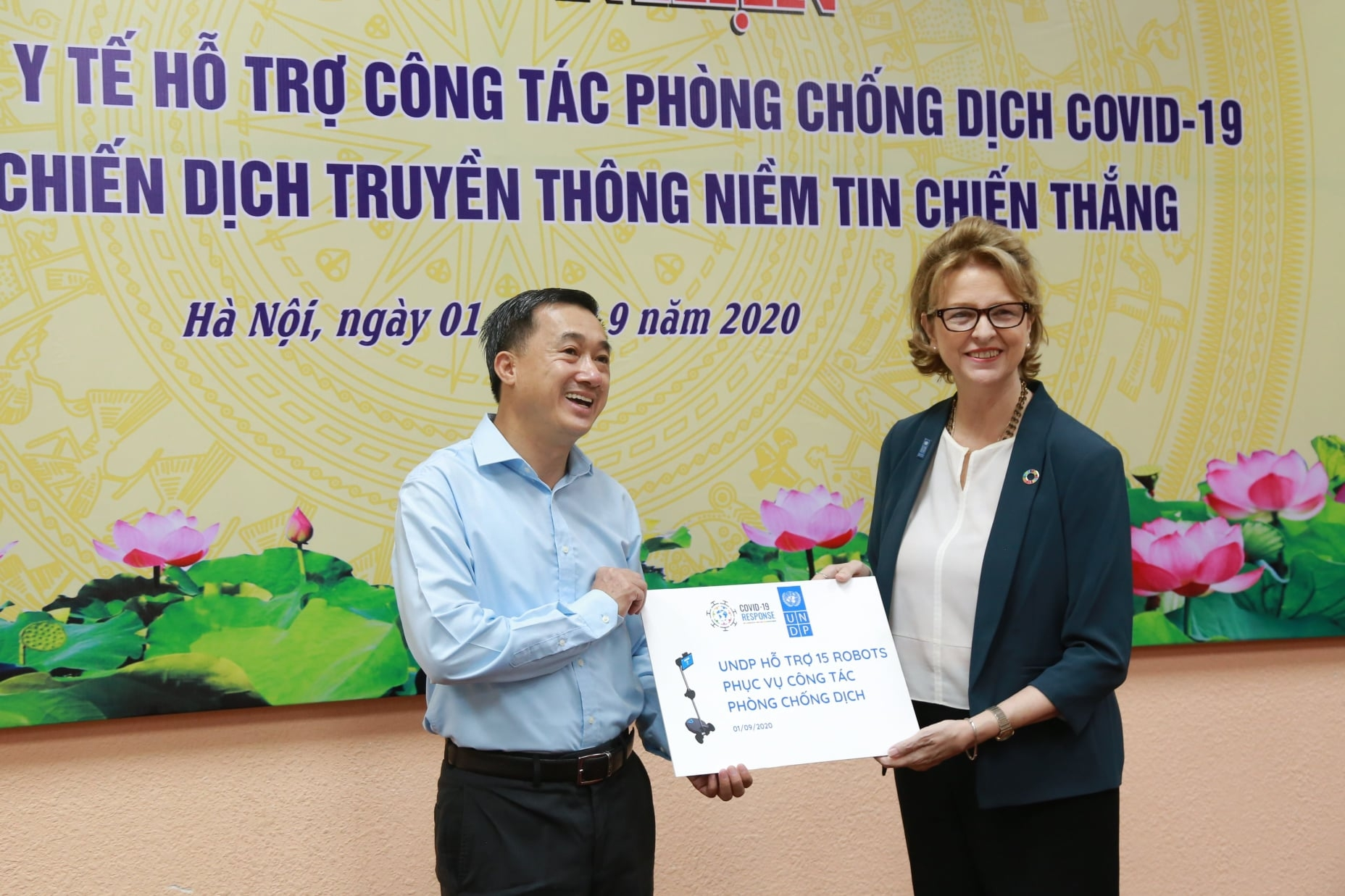 covid 19 battle vietnam health ministry receives 15 more ohmni robots from undp