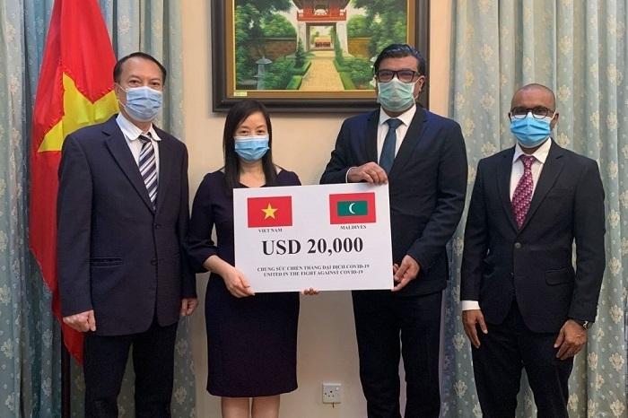 vietnams embassy hands over aid as maldives covid 19 cases cross 8000 mark