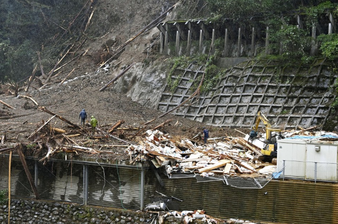 Powerful Typhoon Haishen leaves 2 dead, 4 missing, including two Vietnamese interns