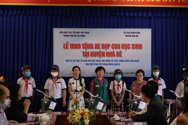 HUFO's 40 bikes for needy children in Ho Chi Minh city's district