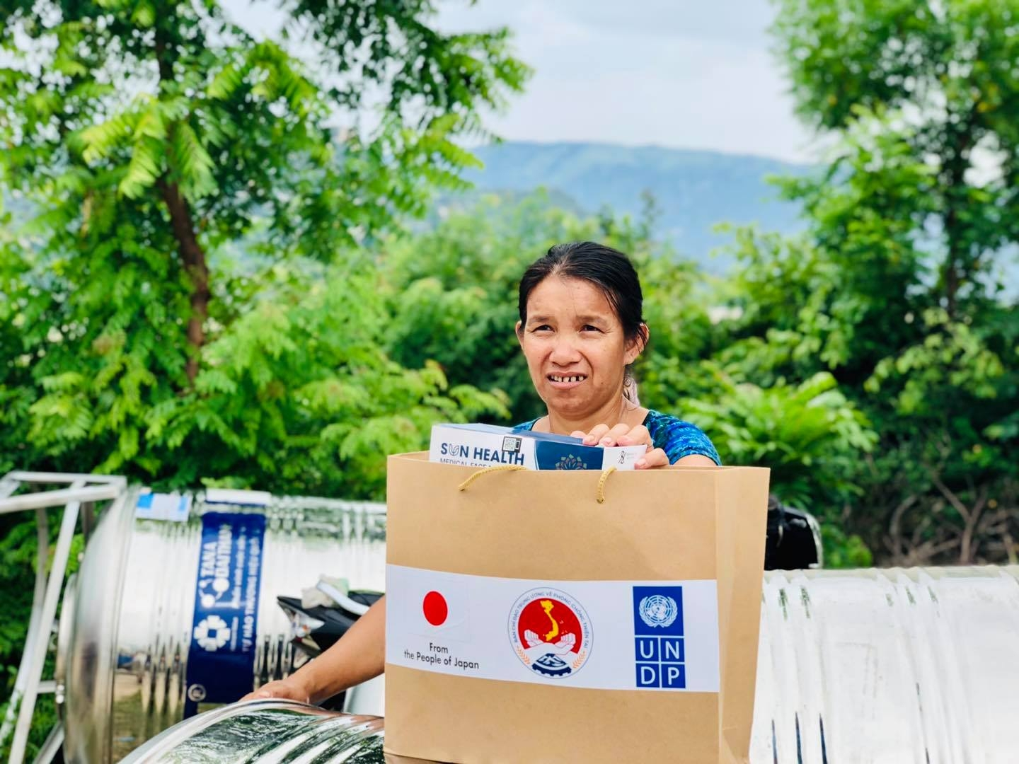 500 poor households in Ninh Thuan receive basic requirements for COVID 19 prevention