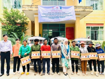 poor households in ninh thuan receive basic requirements for covid 19 prevention