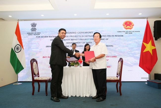 India funds seven water management projects in four Vietnam's Mekong Delta provinces