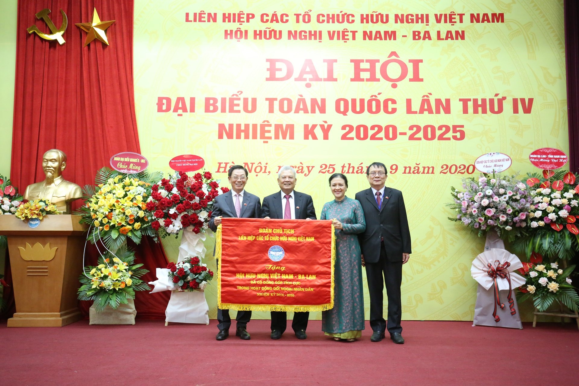 Vietnam Poland Friendship Association received PM's certificate of merits
