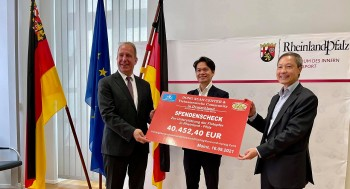 Vietnamese Expats Donate to Support Flood Victims in Germany