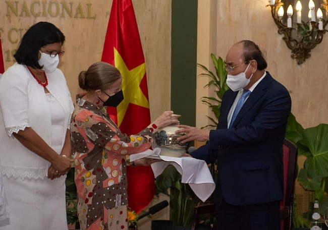President Starts His First Day in Cuba meeting leaders of Friendship Organisations, Vietnamese Expats