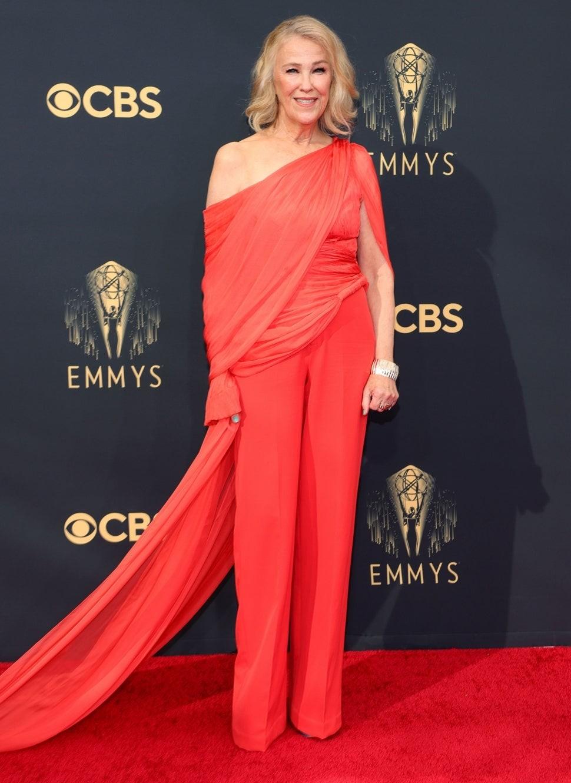 Celebrity top best dressed at 2021 Emmy with Vietnamese designer