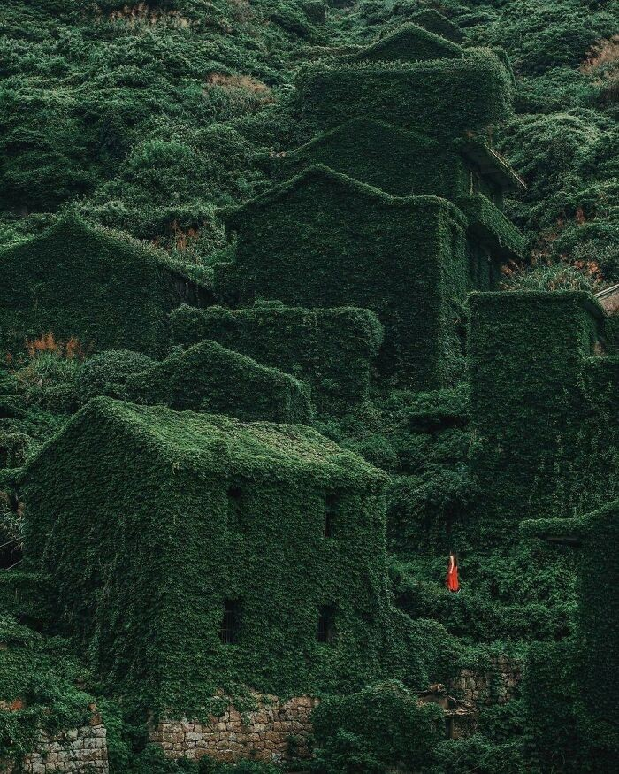 12 Breathtaking Forgotten Places And Ruins Around The World