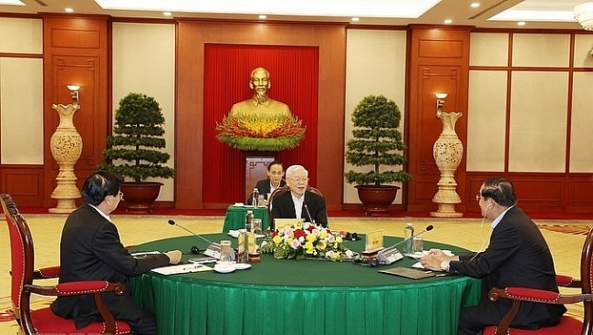 Vietnamese, Cambodian, Lao Top Leaders Hold Trilateral Meeting in Hanoi