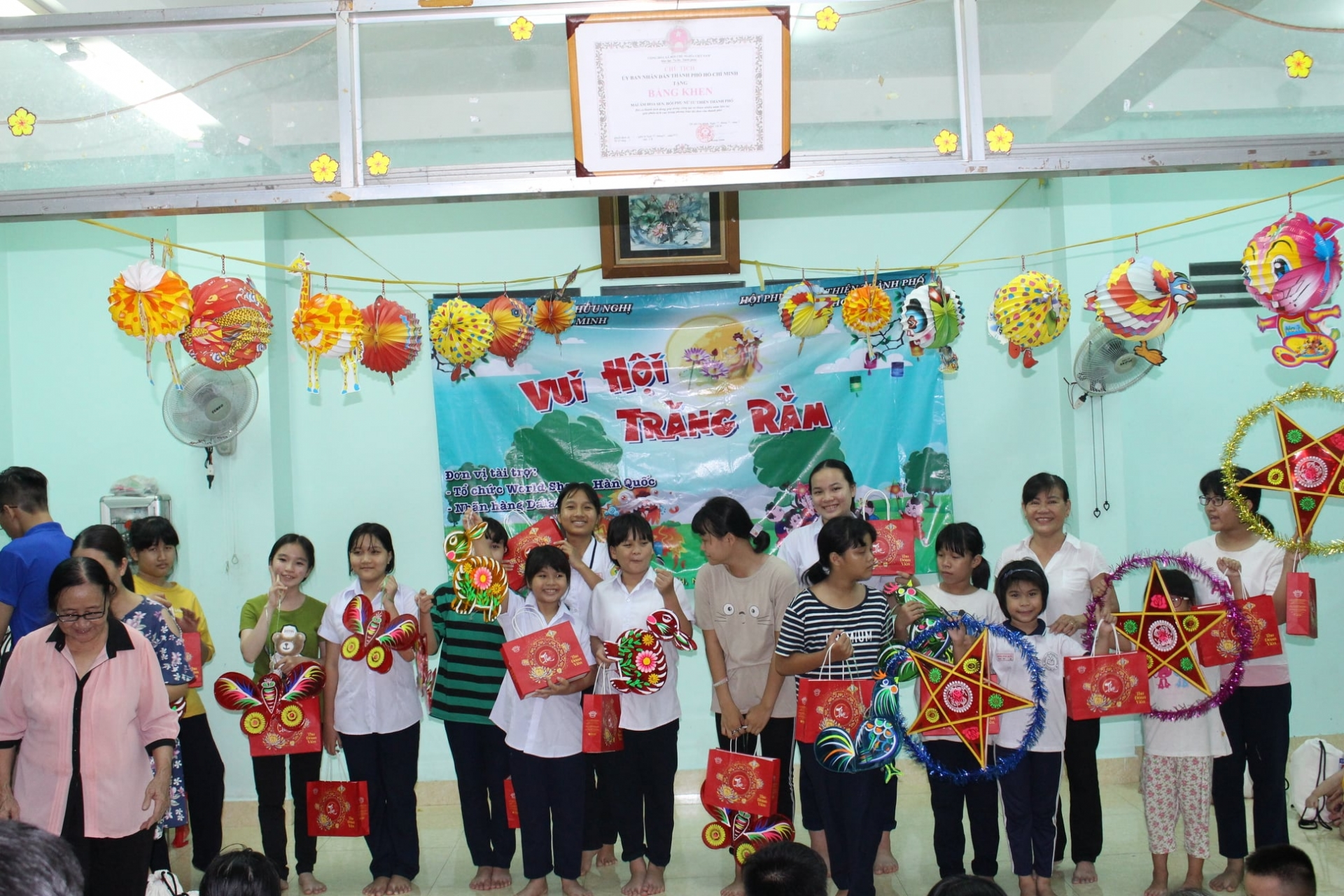 Series of mid autumn festival activities for disadvantaged children held by friendship organisations