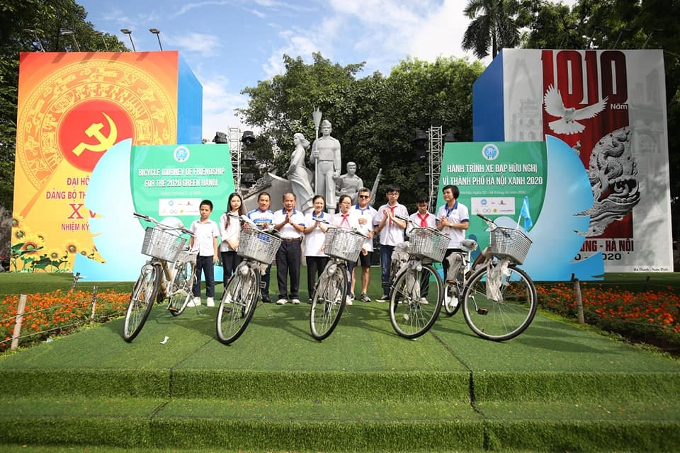 foreign embassies take part in friendship cycling journey for green hanoi city 2020