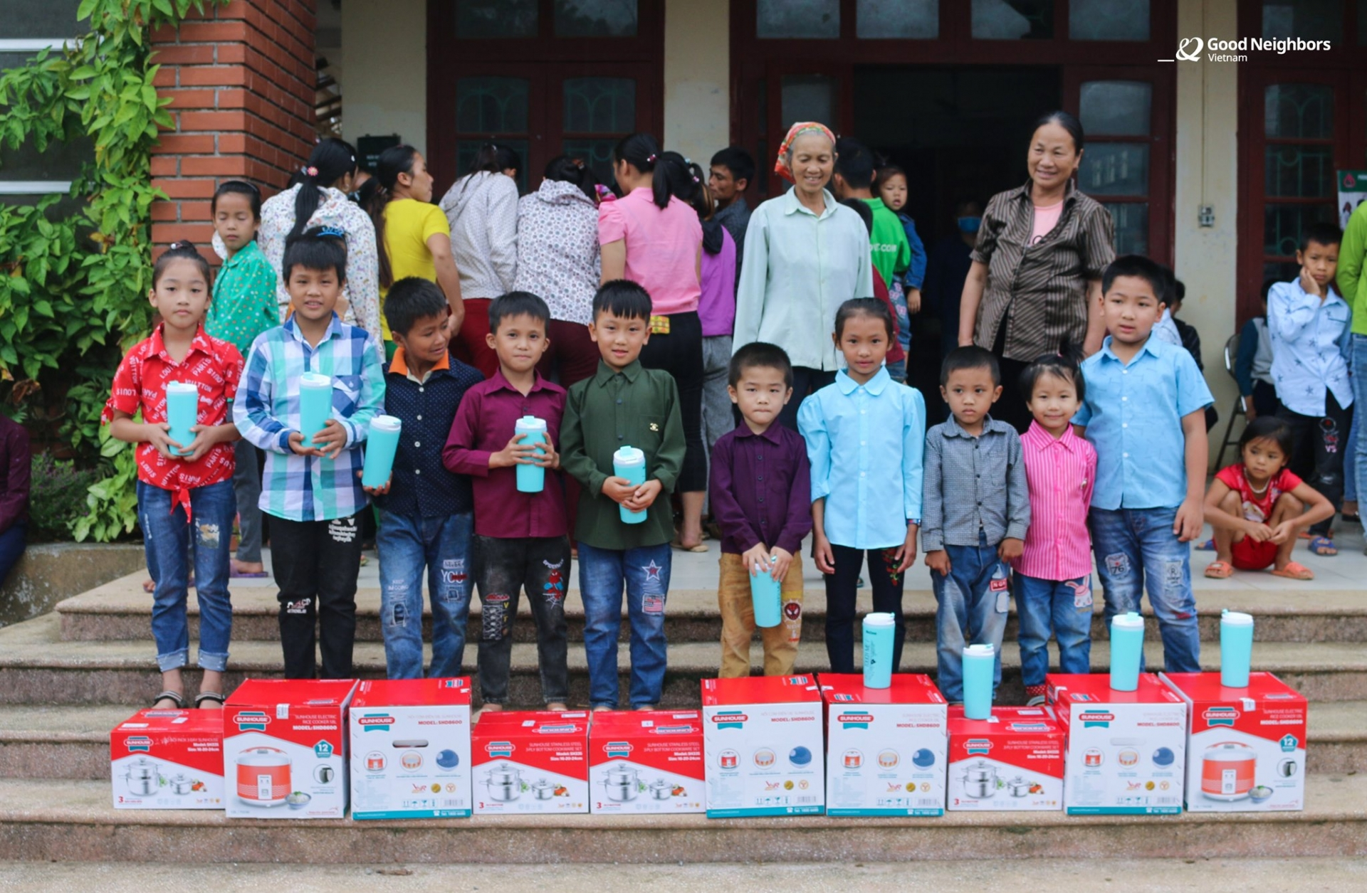 Over 10,000 sponsored children received annual gift from rok's ngo