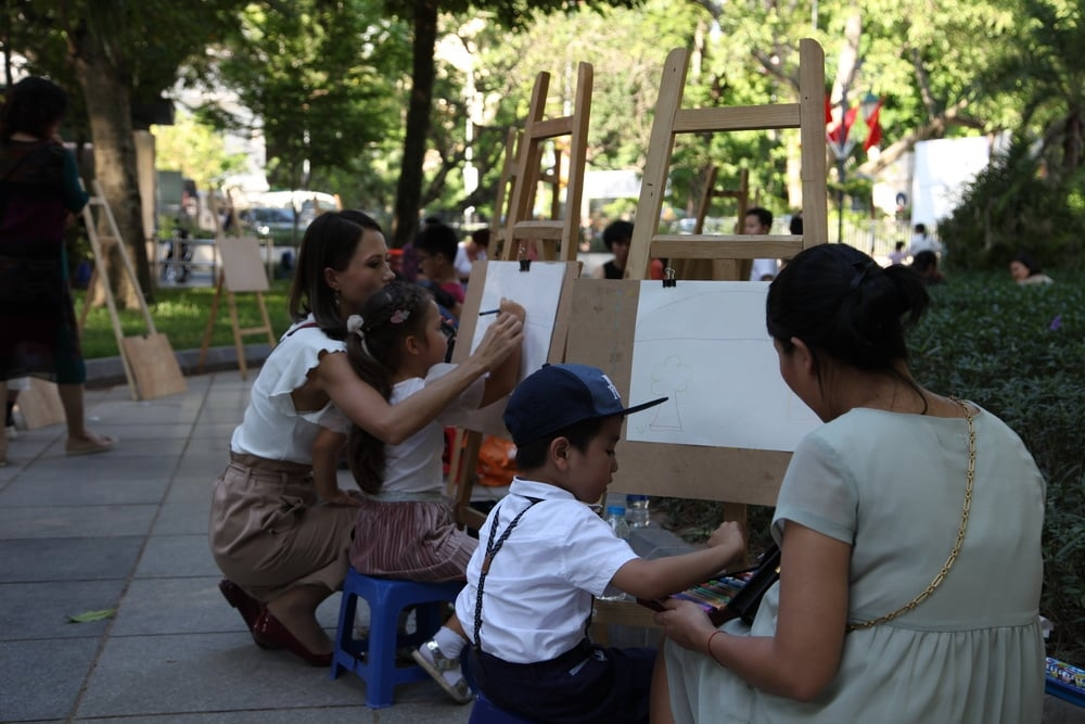 More than 300 local, foreign children join painting contest on hanoi