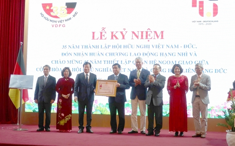 Second class labor order awarded to Vietnam-Germany Friendship Association
