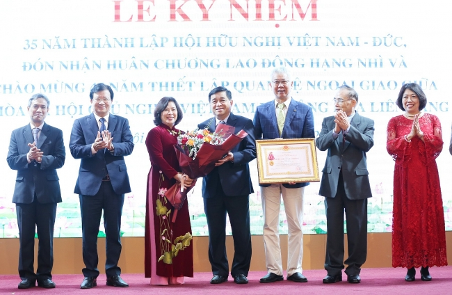 Second-class labor order awarded to Vietnam-Germany Friendship Association