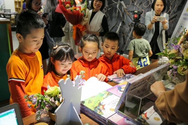 First fairy tale books on gender equality officially introduced to Vietnamese children