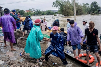 international federation of red cross and red crescent societies pledges aid for central vietnam