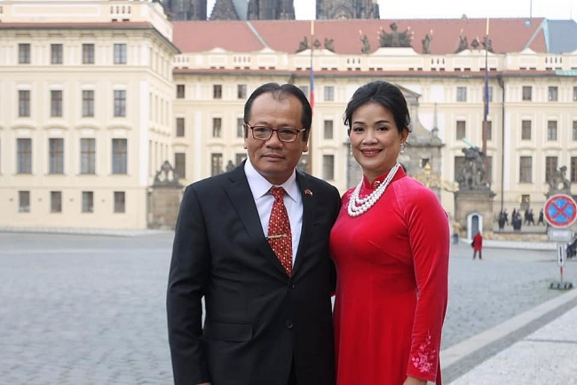 Vietnamese Ambassador presents credentials to Czech President
